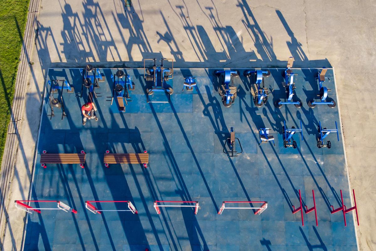 "Спортивная площадка с тренажёрами в городе Каргат по программе ""Спорт - норма жизни"""