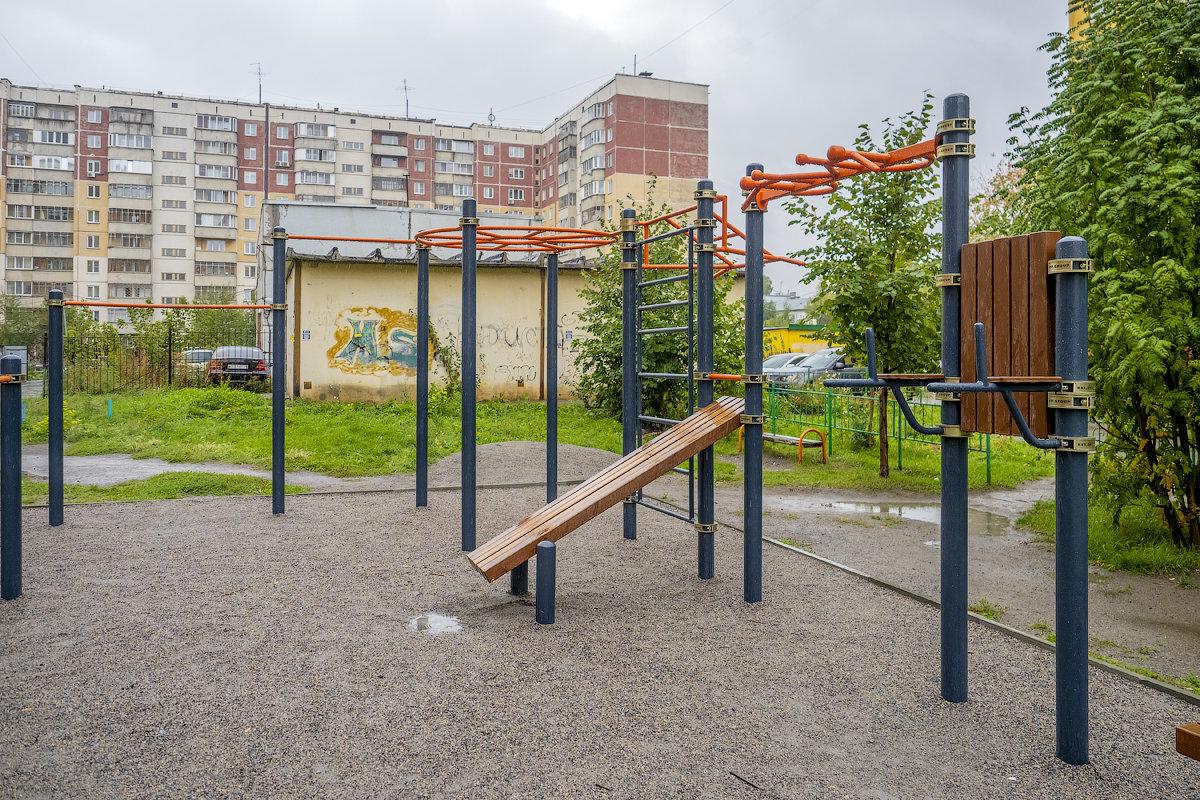 Новосибирск. Плахотного, 74/1. Спортивная площадка.