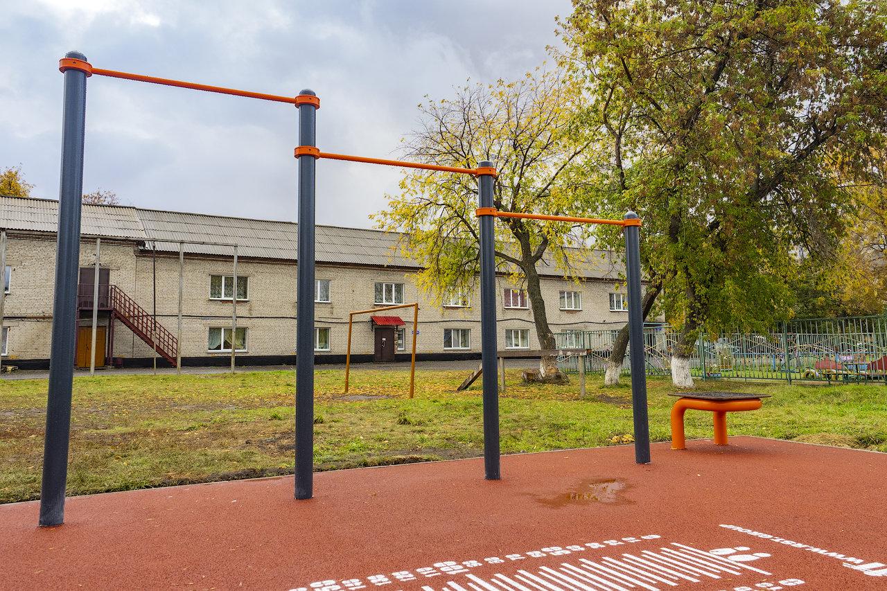 Куйбышев. Школа №4. Спортивная площадка.